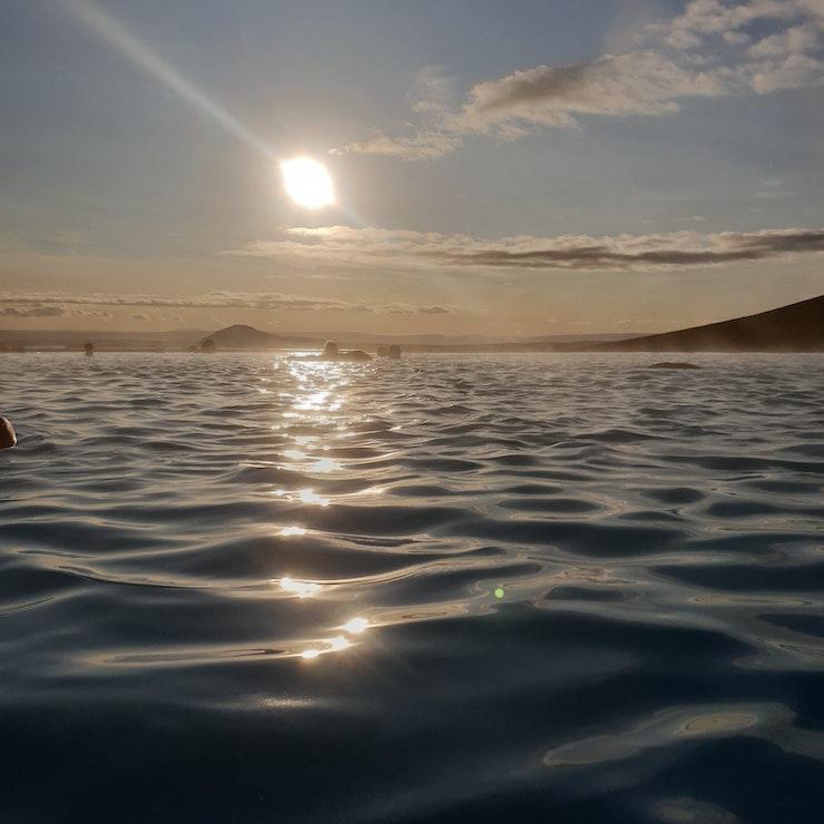 Mývatn Nature Baths met ondergaande zon