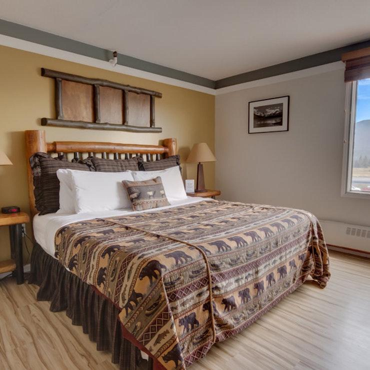 skien in Jasper Canada Astoria Hotel