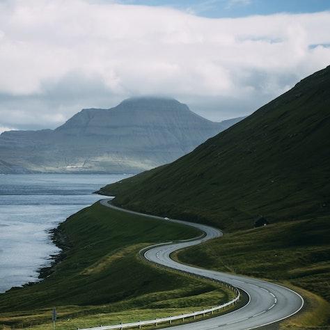 Weg op de Faeröer eilanden