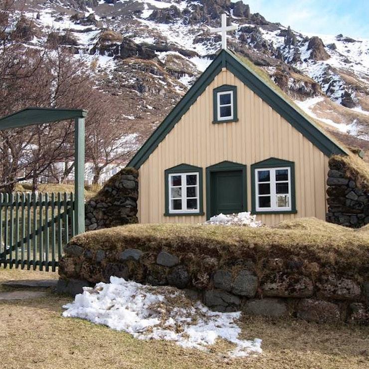 winterreis naar Zuid-IJsland Kerkje bij Hof