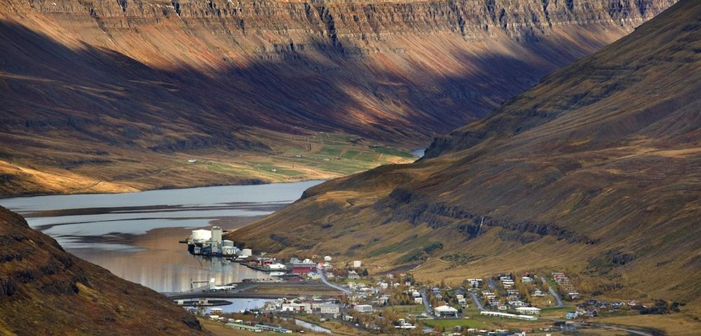 Uitzicht over Seyðisfjörður