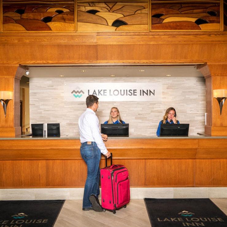 \Lake Louise Inn