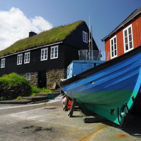 Boot en turfhuisje, Faeröer eilanden