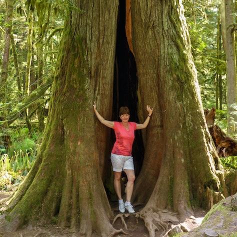 Marjolein bij een boom, foto: Menno Schaefer