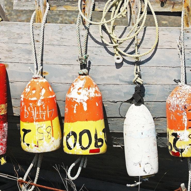 Boeien van een oude vissersboot Homer, Alaska