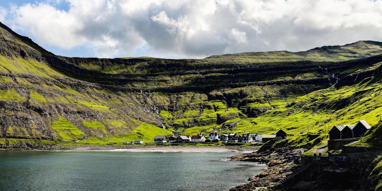 Stadje bij een baai, Faeröer eilanden